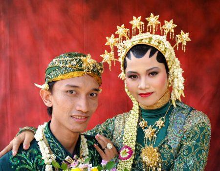 Raja dan Ratu dengan Pakaian Hijau